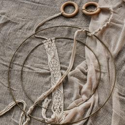 Macramé plantenhanger met gouden ring